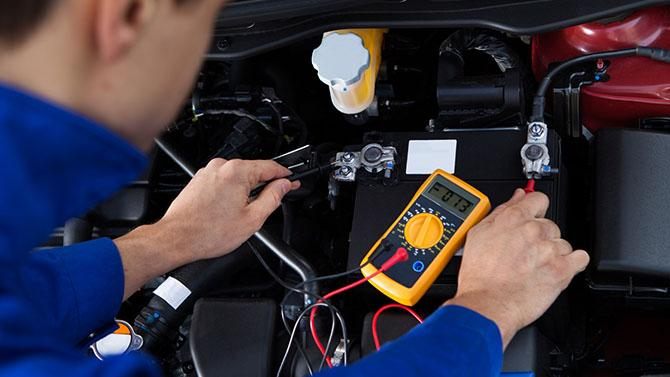 Kiedy i czym mierzyć napięcie akumulatora?