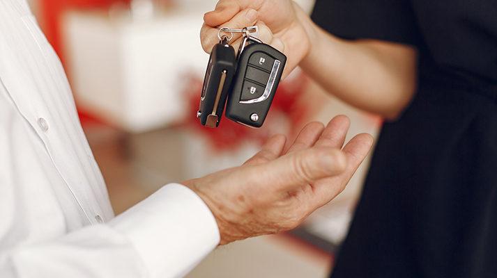 Przekazanie samochodu dostawczego z wypożyczalni
